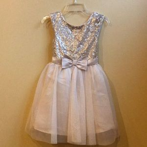 NWT GIRLS GLITTER ZUNIE DRESS ✨✨